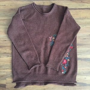 Sweaters - Embroidery sweater S/M